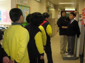 學童健康檢查  評估及記錄  - 量度身高體重