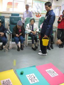 本校學生為老人中心提供歷奇服務, 關顧長者, 回饋社會.